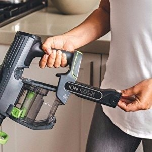 the 25.2 volt removable battery is located in front of the grip of the Shark IONFlex Cordless which isolates it from your hand while vacuuming