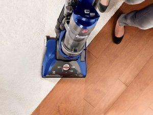 Hoover WindTunnel Pet Rewind UH70210 cleans hardwood floors and carpet